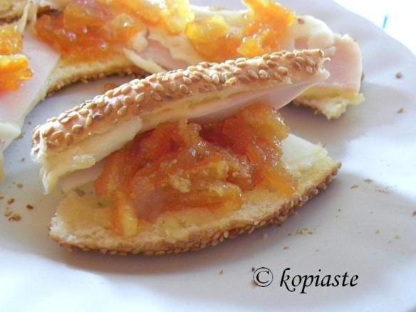 Koulouri with marmalade 2
