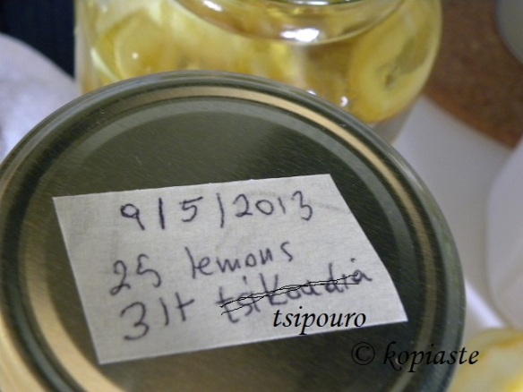 Labelling jar with lemon peels